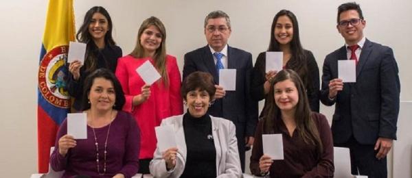 El Consulado de Colombia en San Francisco saca tarjeta blanca para celebrar el Día Internacional del Deporte para el Desarrollo y la Paz